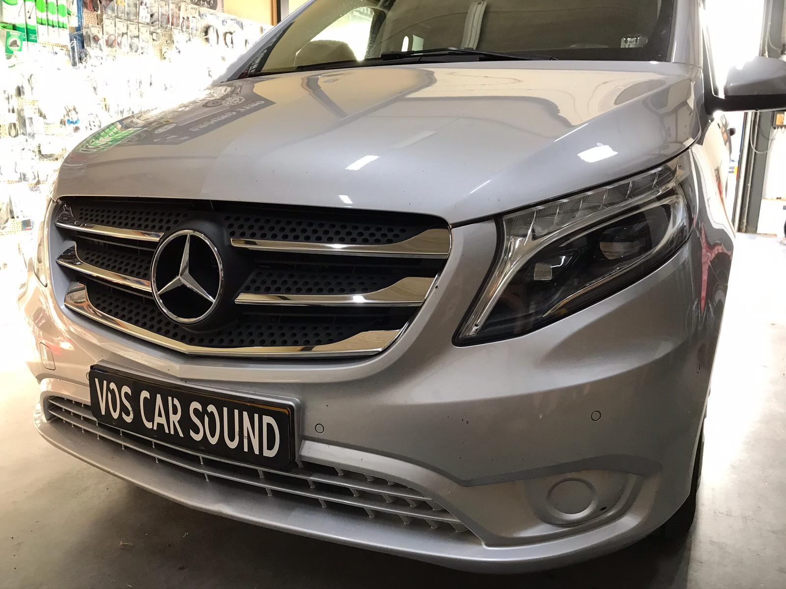 Mercedes Vito voorzien van sidebars en sierlijsten_1